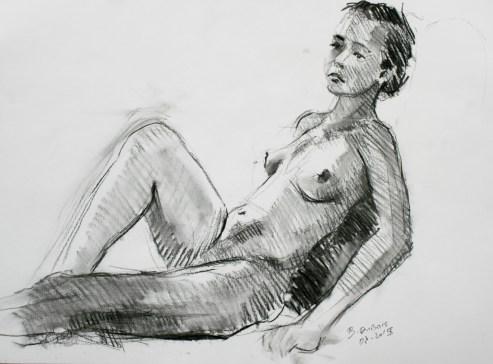 Marion adossée genou droit levé