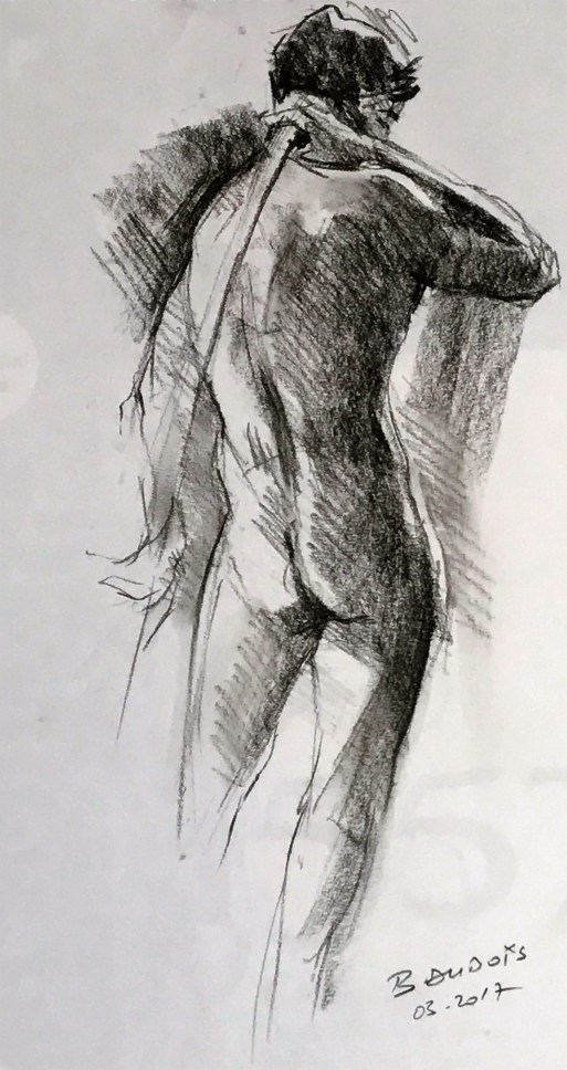 Corentin debout tenant un bâton derrière le dos
