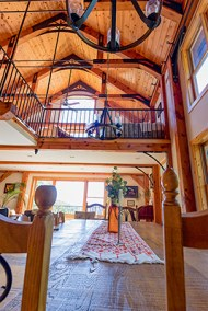 Brush Mountain Lodge Dining and Loft