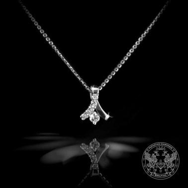 Нежен медальон от бяло злато с диаманати