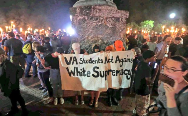 Charlottesville students at statue