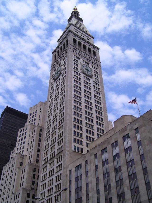 Met_Life_Tower_from_below