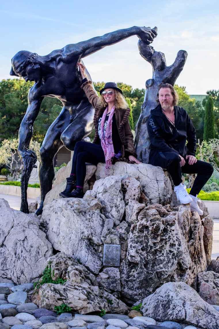 SuzyMae and de la Haba at Princesse Grace Monument