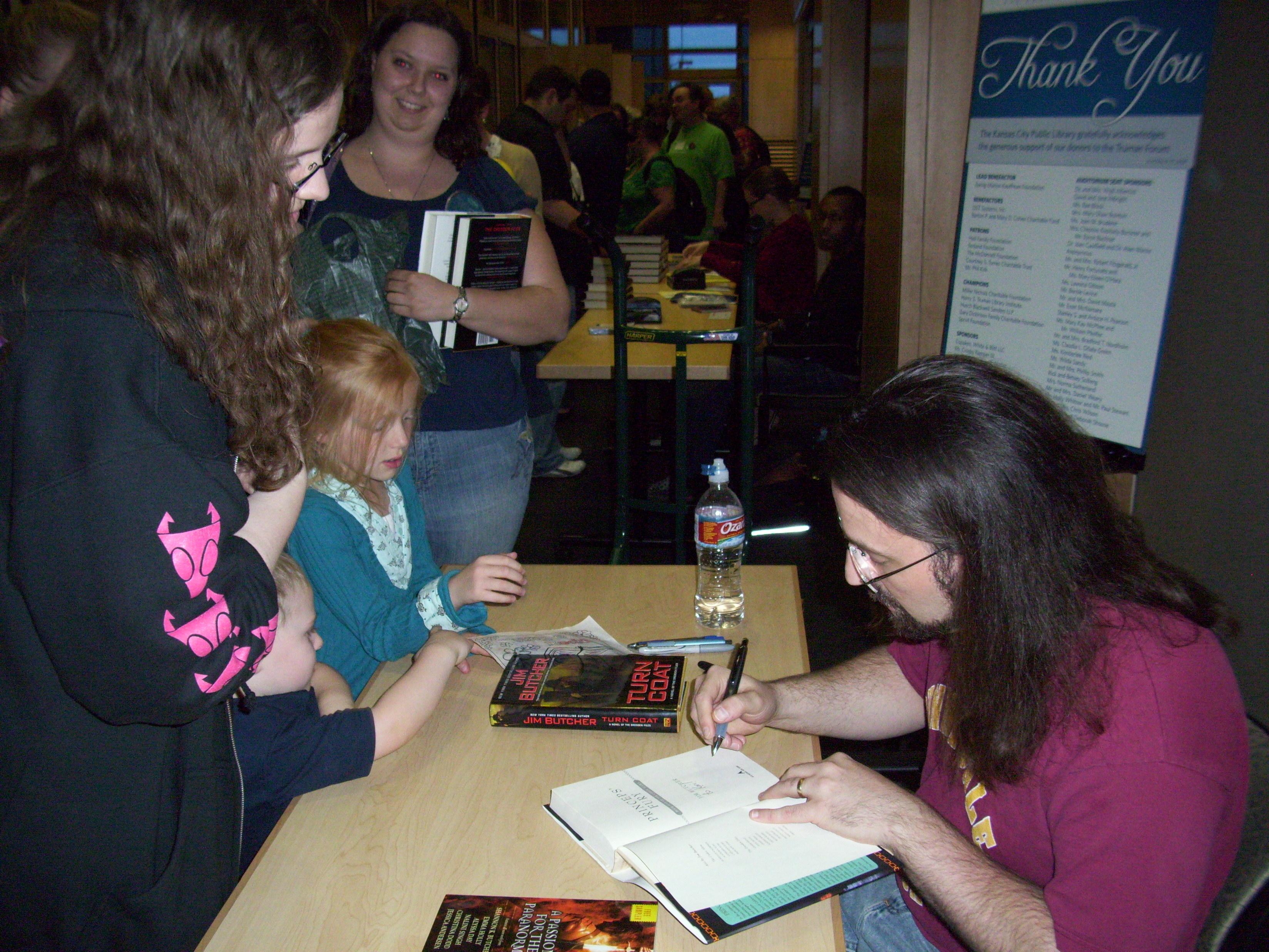 Kari gets her book signed
