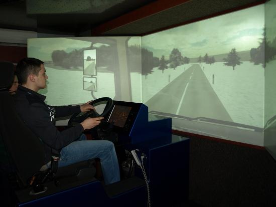 Młodzi kierowcy sprawdzali swoje umiejętności