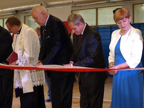Starosta otworzył halę sportową w Łosiowie