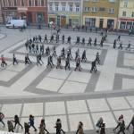 Maturzyści z brzeskich szkół odtańczyli poloneza