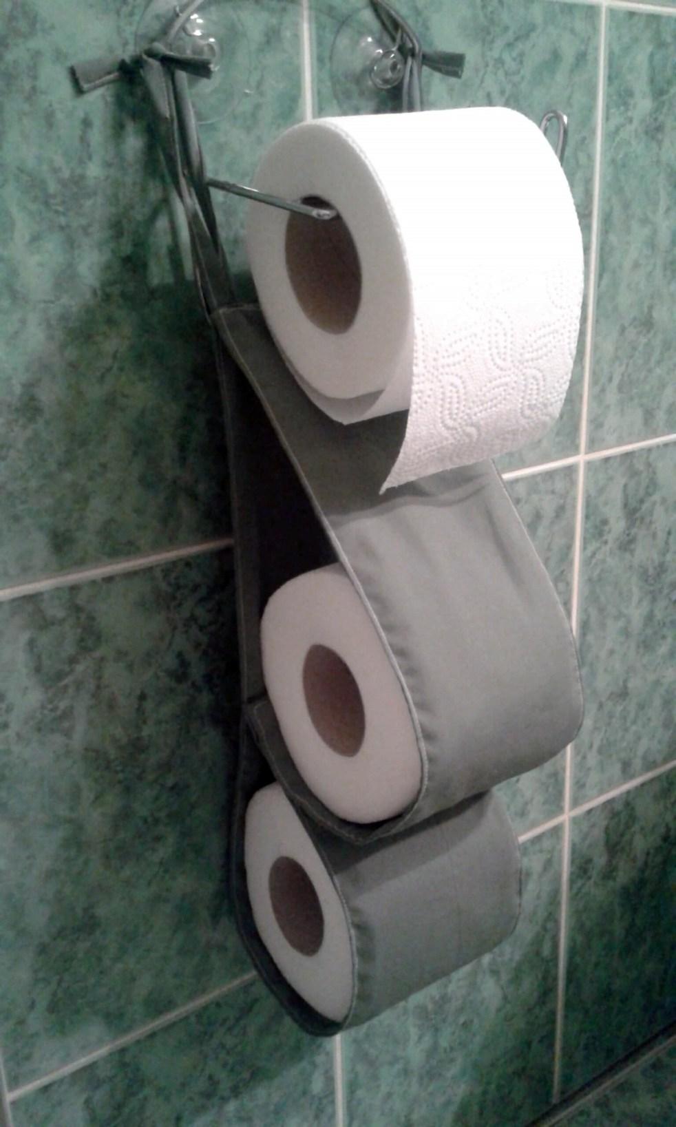 wiszący organizer na papier toaletowy
