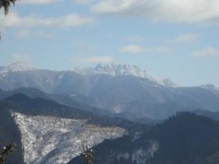 【吉野の山】写真のように「大峰山」や大阪側の「金剛山」も見える