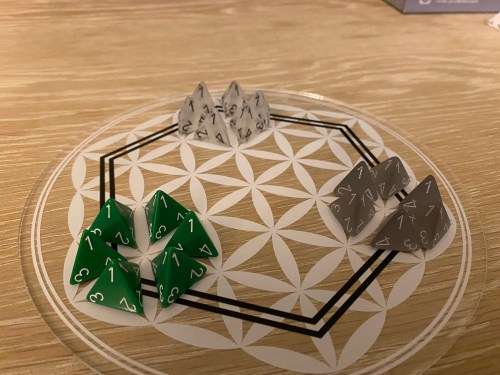 A 3-player game of Sinoda set up on the clear board.