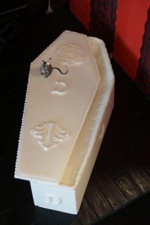 GRAVESEND coffin