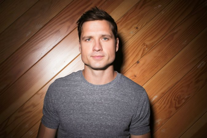 The Singles Bar: Walker Hayes, 'You Broke Up with Me'