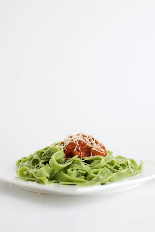 Spinach Fettucine with Spicy Tomato Sauce | bsinthekitchen.com #pasta #dinner #bsinthekitchen
