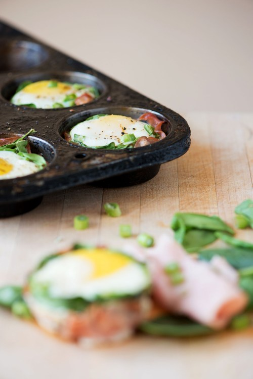 Baked Egg Cups | bsinthekitchen.com #eggs #breakfast #bsinthekitchen