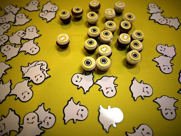 Snap shares slump 23.5% on slowing user growth