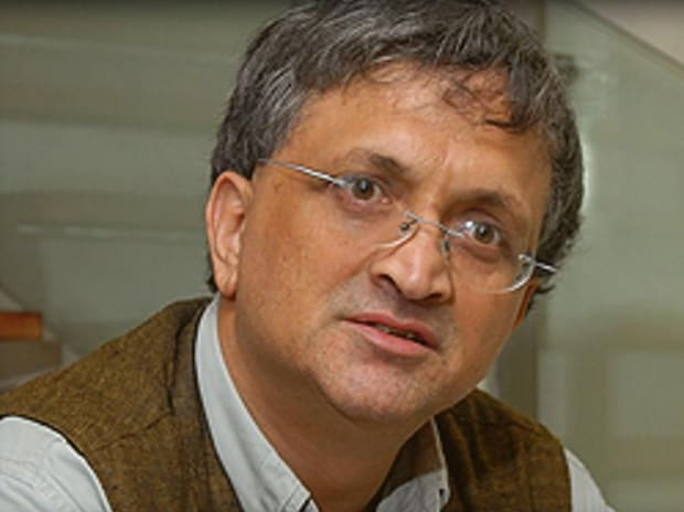 Ramachandra Guha apologises and removes beef tweet after criticism, threats   Business Standard News