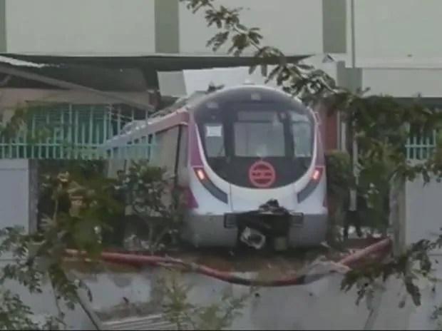 Delhi Metro, metro accident, Delhi Metro trial run, Delhi Metro Magenta line, Metro trial run accident, Kalkaji Metro station, accident at Kalkaji Metro station, Delhi Metro Magenta line accident, DMRC, Delhi metro news, Botanical Garden, Botanical G