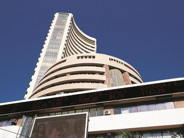 Sensex falls 336 pts ahead of GDP data; FPIs sell shares worth Rs 1,900 cr