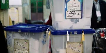 Revolutionary Guards make early gains in restricted Iran election