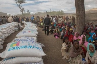 Ziway Dugda district communities waiting for food distribution at Ogolcha food centre in a drought stricken area in Ziway Dugda district, during UN Secretary General, Ban Ki moon's visit to Ethiopia, on 31 January, 2016. (AP/MulugetaAyene)