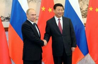 Russia's President Vladimir Putin shakes hands with his China's counterpart Xi Jinping (RIA Novosti/Mikhail Klimentiev) / RIA Novosti