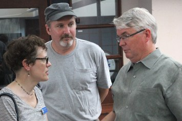 Councilmembers Isabel Piedmont-Smith and Dave Rollo talked with Mayor John Hamilton after the climate strikers had presented demands that included 60 percent tree canopy.