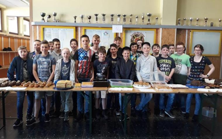 La vente de gâteau pour notre école partenaire ITAV au Congo