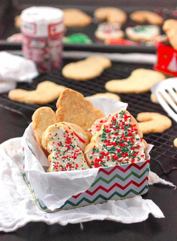 Buttery Almond Christmas Cookies