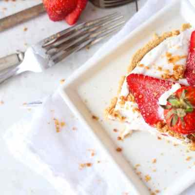 Strawberry and Granola Yogurt No Bake Pie