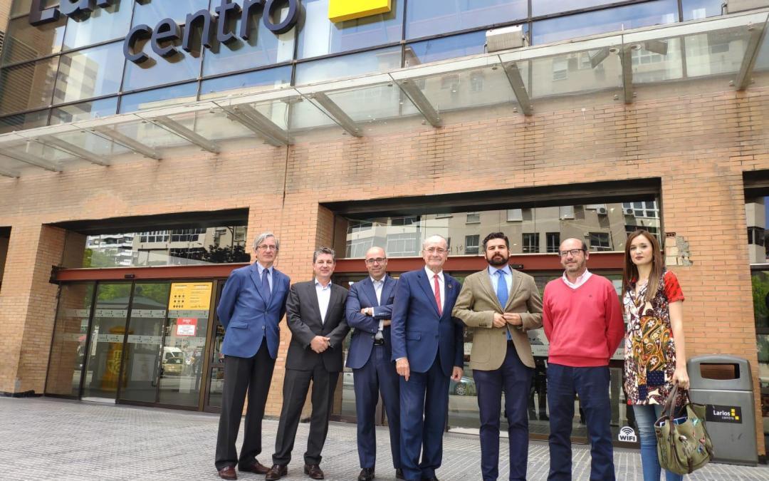 El Alcalde de Málaga visita las obras de reforma de Larios Centro, de B/SV Arquitectos y L35 Arquitectos