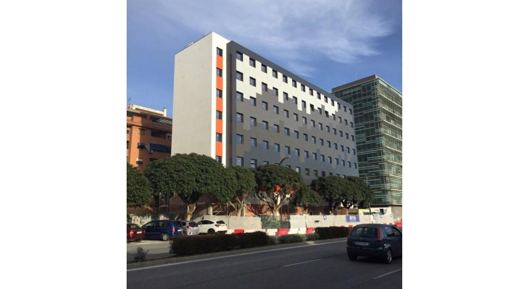 El Easy Hotel de Málaga, obra de B/SV Arquitectos, a punto de finalizar