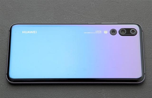 The P20 Pro in Twilight has to be one of the prettiest smartphones in the market right now.