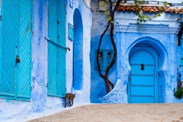 Pourquoi la ville de Chefchaouen au Maroc est entièrement bleue?