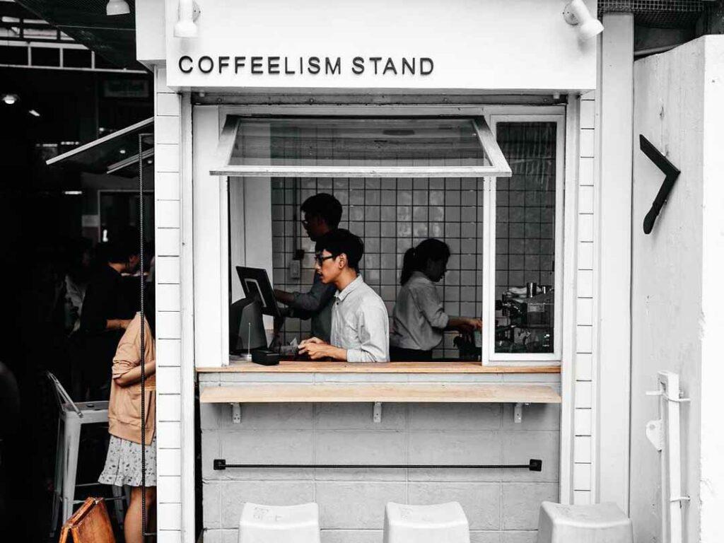 pegawai coffee shop
