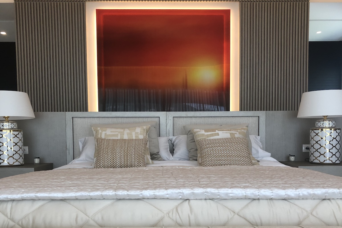 Bedroom with wall frame - BTR News