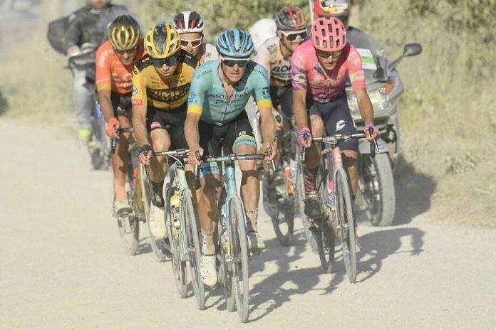 Wout Van Aert vence Strade Bianchi no regresso do WorldTour