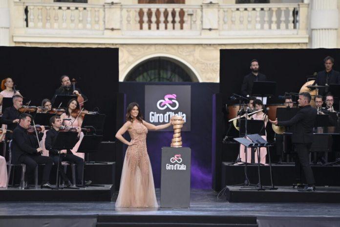 Prémios Da 19.ª Etapa Do Giro Entregues Às Vítimas Do Acidente De Teleférico | Giro D'italia Giro