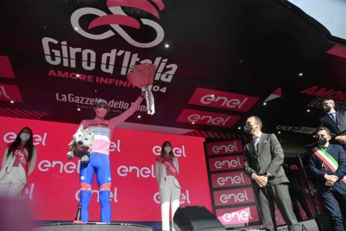 Gino Mäder Vence Sexta Etapa, Attila Valter Novo Líder Do Giro D'italia