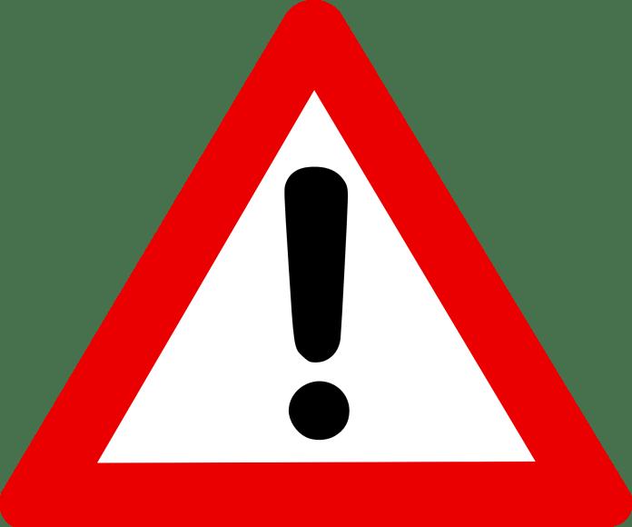 waarschuwing bord uitroepteken in witte driehoek rood omlijnd