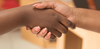 Compromis ter zitting handen schudden