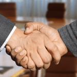 Compromis handen schudden overeenkomst afspraak maken