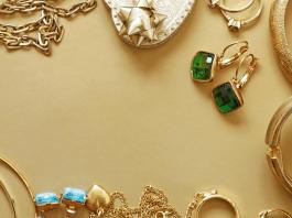 Sieraden oorbellen ringen kettingen goud edelstenen