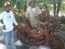 Motor Berhias Kayu Jati