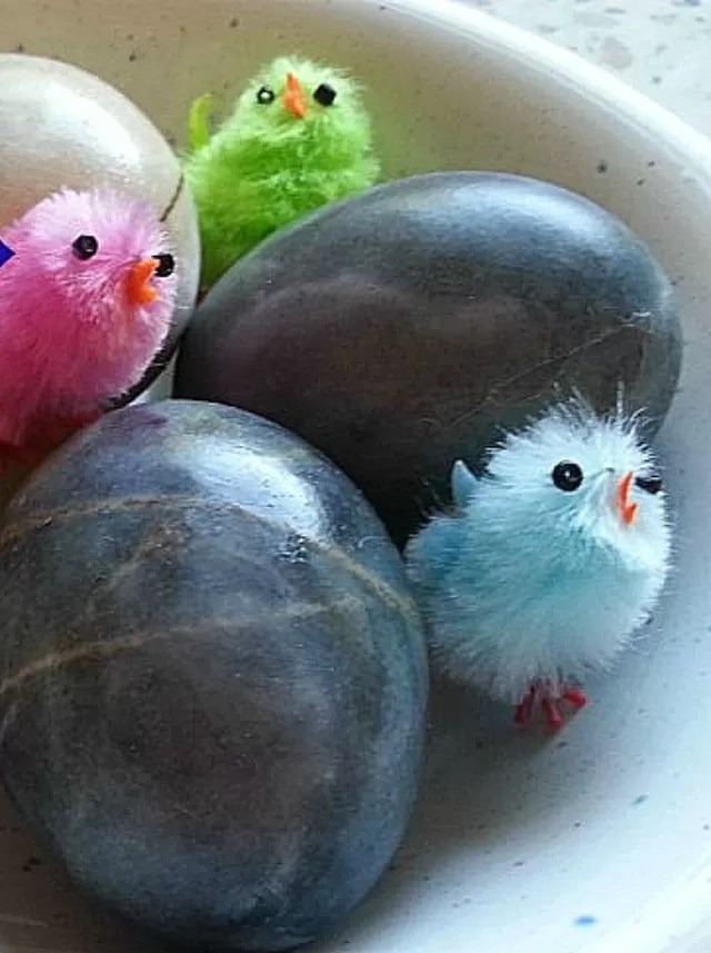 blueberry-dyed-eggs