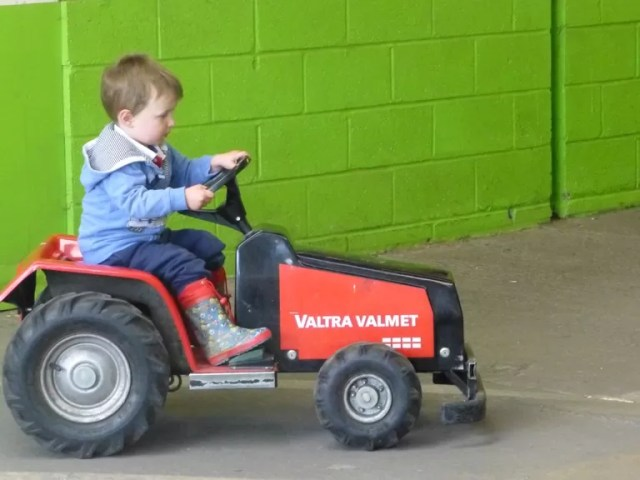 electric tractor toys
