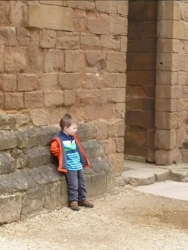 just-chilling-at-kenilworth-castle wallls