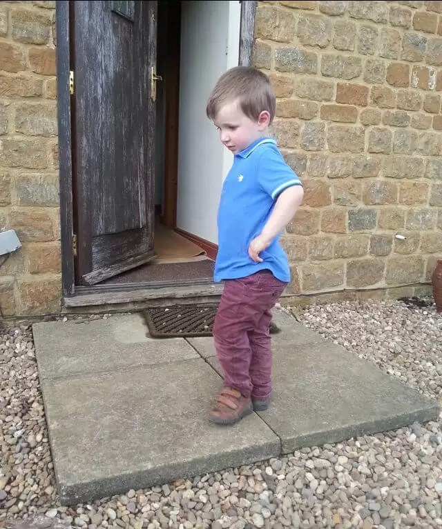 toddler-in a-catalogue-post