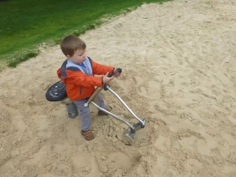 digging-in-sand.