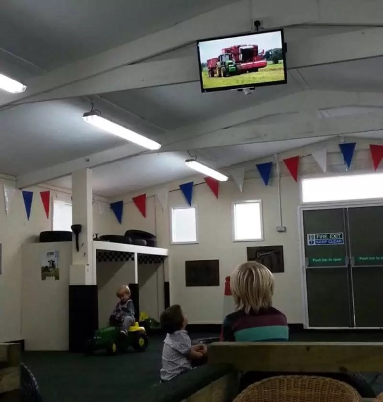 watching-tractor-ted.