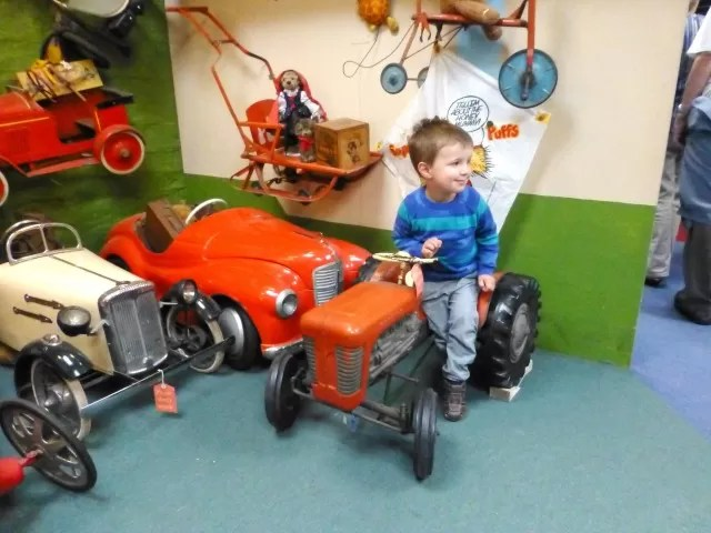 ride on vintage tractor toy